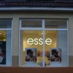 """Объемные светодиодные буквы """"ESSIE"""". Вид с улицы через витрину."""