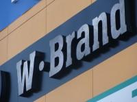 """Вывеска """"W-Brand"""". Фон - композитная панель, буквы и знак - объемные световые."""