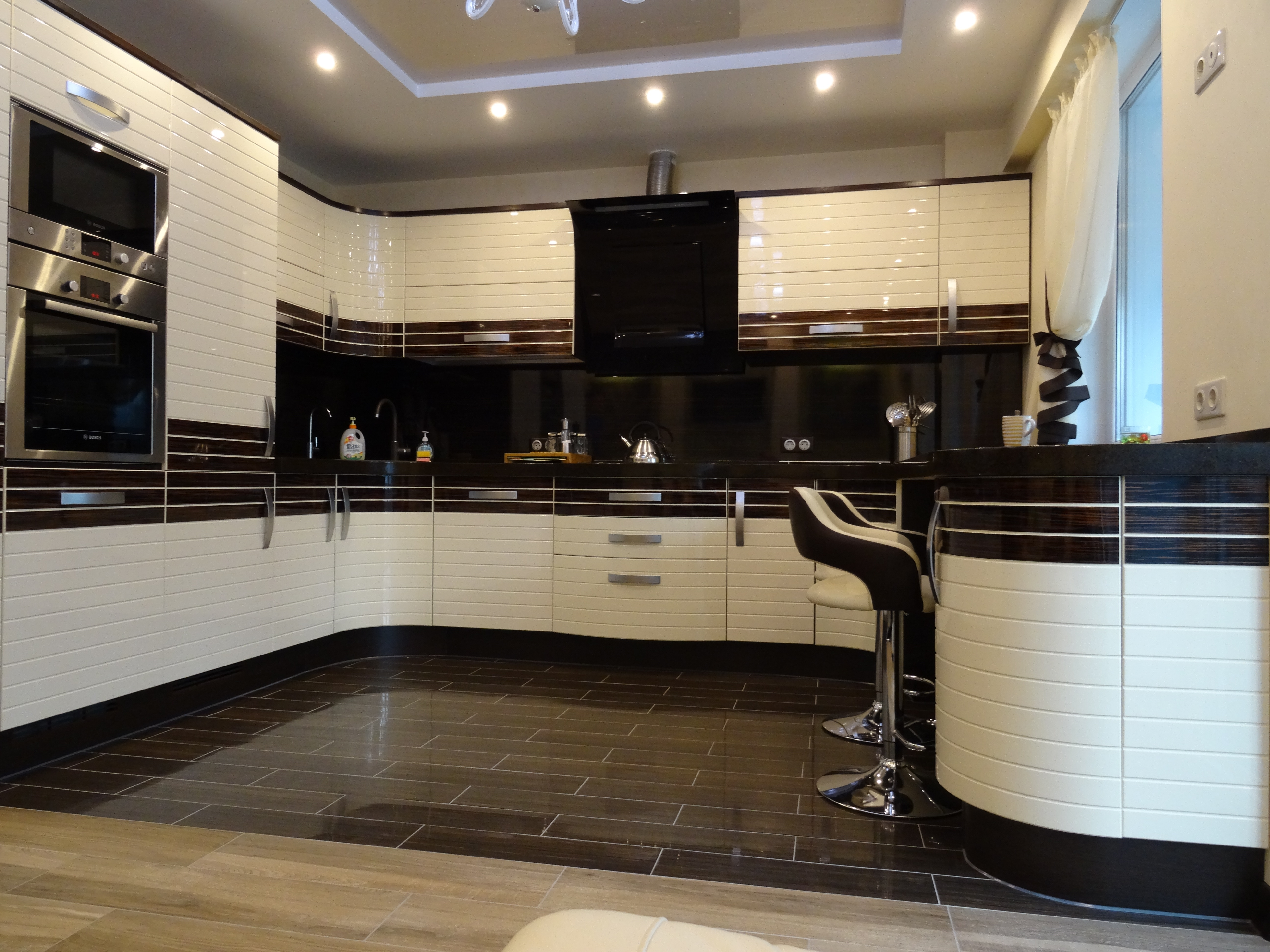 фото кухни с полосатым рисунком
